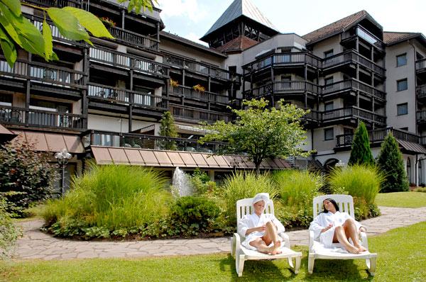 In den Bademantel kuscheln und einen Wellness Tag im Schwarzwald genießen. Quelle: Beautyfarm in Bad Herrenalb, Schwarzwald - beauty24 GmbH