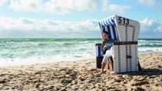Im Strandkorb am wunderschönen Strand relaxen. Quelle: Wellness in Boltenhagen, Ostsee - beauty24 GmbH