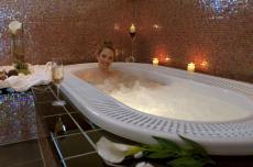 Gegen den Neujahrskater hilft am besten ein heißes Bad in der Whirlwanne / Quelle:Wohlfühlhotel bei Fulda / Rhön; beauty24 GmbH