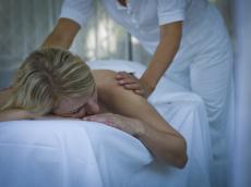 Entspannen Sie bei einer wohltuenden Rückenmassage / Quelle: Wellness-Hotel in Niederbayern; beauty24 GmbH
