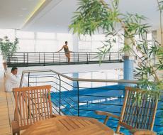 Im Hallenbad können Sie gant entspannt Ihre Bahnen ziehen / Quelle: Erlebnishotel in Potsdam; beauty24 GmbH