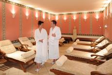 Nach dem Saunagang im Ruheraum entspannen. Quelle: Wellness in Trier, Mosel - beauty24 GmbH