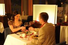 Sich kulinarisch verwöhnen lassen & mit einem Glas Wein anstoßen. Quelle: Wellness in Trier, Mosel - beauty24 GmbH