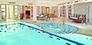 Im warmen Pool entspannen Quelle: Wohlfühlhotel in Berlin - beauty24 GmbH