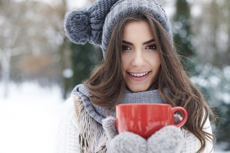 Entspannte Adventszeit mit Weihnachtsmarktbesuch und Wellness. Bildhinweis: © gpointstudio - fotolia.com