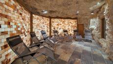 Entspannung in der Salzgrotte im Wellnessurlaub. Quelle: Wohlfühlhotel in Wüstenrot - beauty24 GmbH