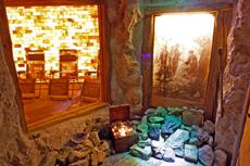 Entspannung in der Salzgrotte - das gibt es auch im Wellness Urlaub. Quelle: Wohflühlhotel in Wüstenrot - beauty24 GmbH