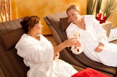 Auf einen traumhaft schönen Jahreswechsel anstoßen. Quelle: Wellnesshotel in Osnabrück - beauty24 GmbH