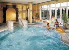 Badespa� im Innenpool mit Sprudeld�sen. Quelle: Golf- und Wellness-Hotel am Wiesensee - beauty24 GmbH