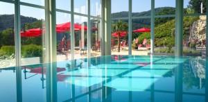 Im Pool relaxen! Wellnesshotel an der Mosel / Eifel - beauty24 GmbH