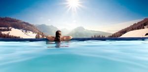 Entspannen Im Pool und dabei den grandiosen Ausblick genießen! Quelle: Wellnesshotel in Oberjoch - beauty24 GmbH