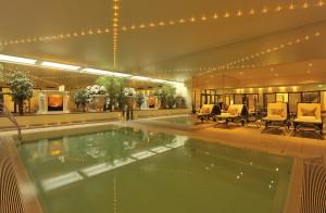 Zwischen dem Fastenprogramm können Sie im Pool realxen! Quelle: Schlosshotel in der Mecklenburgischen Schweiz - beauty24 GmbH