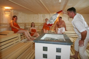 Entspannen in der Sauna. Quelle: Wellness im Naturpark Oberer Bayerischer Wald - beauty24 GmbH
