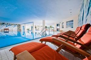 Schwimmen Sie im blauen Auge der Eifel Quelle: Wellnesshotel in der Vulkaneifel - beauty24 GmbH