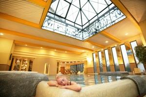 Einfach den Alltag weit hinter sich lassen und entspannen! Quelle: Schlosshotel in Waldhessen - beauty24 GmbH