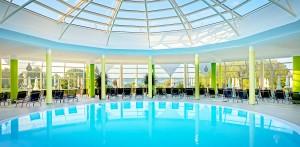 Schalten Sie im Pool ab! Quelle: Wellness-Hotel in Bad Griesbach - beauty24 GmbH