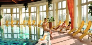 Am Pool abschalten Quelle: Wellnesshotel in Bad Hersfeld - beauty24 GmbH
