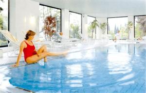 Plantschen Sie im Pool und lassen Sie sich fallen Quelle: Wellness-Hotel in Bad Kohlgrub - beauty24 GmbH