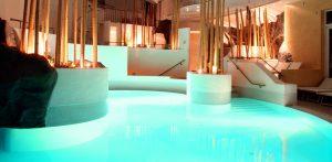 In exquisiten Ambiente entspannen und im Pool die Seele Baumeln lassen. Quelle: Resort & Wellness-Hotel in der Oberpfalz - beauty24 GmbH