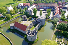 Entspannen Sie mit Ihrer Freundin in einem außergewöhnlichen Ambiente. Quelle: Schlosshotel in Waldhessen - beauty24 GmbH