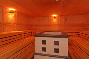 In der Sauna wohlig Schwitzen! Quelle: Wellness im Naturpark Oberer Bayerischer Wald - beauty24 GmbH