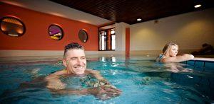 Lassen Sie sich im Pool treiben! Quelle: Hotel / Beautyfarm am Diemelsee - beauty24 GmbH