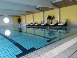 Im Schwimmnad können Sie untertauchen und alle Sorgen vergessen - Bildhinweis: © Verwöhnhotel bei Winterberg / Sauerland;beauty24 GmbH