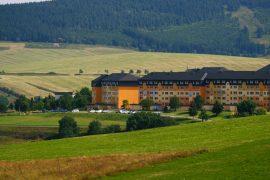 Freuen Sie sich auf eine Wellness-Pause inmitten einer wunderschönen Landschaft; Bildhinweis: © Familien-Resort in Oberwiesenthal - beauty24 GmbH