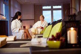 Relaxen Sie zu zweit in der Spa-Lounge; Bildhinweis: © Wellnessferienanlage am Nürburgring / Eifel ; beauty24 GmbH