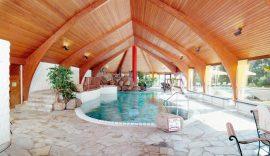 Der Poolbereich lädt zum Verweilen ein. Bildhinweis: © Romantik in Willingen; beauty24 GmbH