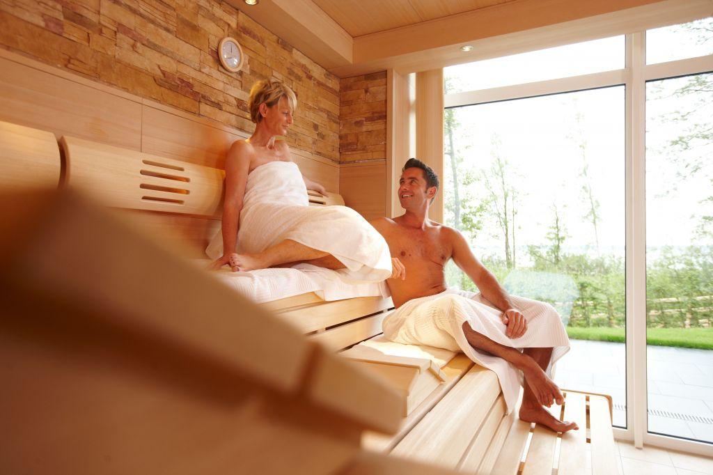 In der Sauna haben Sie einen hervorragenden Ausblick. Bildhinweis: © Wellness am Fleesensee; beauty24 GmbH