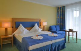 Sie beziehen ein stilvoll eingerichtetes Zimmer. Bildhinweis: © Wohlfühlhotel in Graal-Müritz / Ostsee; beauty24 GmbH