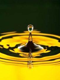 Ein Kamillenbad kann bei Erkältung Kopfschmerzen helfen. Bildhinweis: © beauty24 GmbH