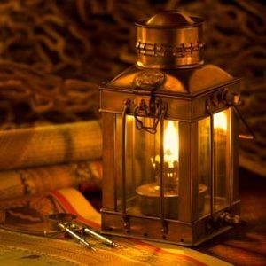 Im Adventskranz brennt heute bereits die zweite Kerze; Bildhinweis: © beauty24 GmbH