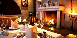 Genießen Sie Ihr Festtagsmenü in weihnachtlichem Ambiente. Quelle: Hotel mit Beautyfarm in der Sächsischen Schweiz - beauty24 GmbH