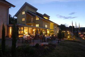 Umgeben von viel grün entspannen Sie hier alle Sinne; Quelle: Wohlfühlhotel im Taubertal- beauty2 GmbH