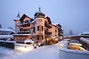 Treten Sie ein und lassen Sie sich vom herzlichen Personal verwöhnen; Bildhinweis: © Wellnesshotel in Garmisch-Patenkirchen; beauty24 GmbH