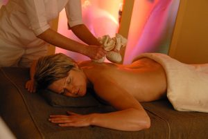 Professionelle Hot-Stone-Massage der Beautyfarm Quelle: Beautyfarm in Wintrich / Mosel beauty24 GmbH