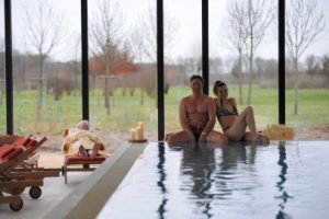 Relaxen Sie am Pool. Bildhinweis: © Wellness in Geldern;beauty24 GmbH