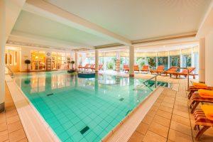 Ein Paar Bahnen im Pool ziehen. Quelle: Wellness in Kiel - beauty24 GmbH